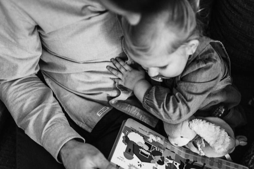 photo naissance fontainebleau - séance photo nouveau né lifestyle - déco chambre bébé lifestyle - photographier le quotidien - photos bébé ile de france - séance photo à domicile fontainebleau - photographe famille seine et marne - lucie atlan photographe