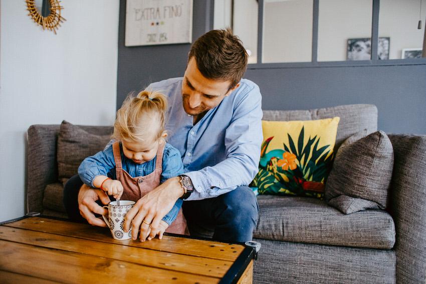 slowlife en famille ile de france - parentalité bienveillante seine et marne - reportage photos du quotidien en famille - photographe famille lifestyle fontainebleau - lucie atlan photographe