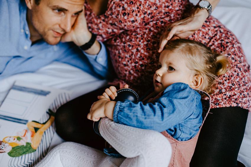 séance photo famille a domicile - reportage photo lifestyle a la maison - photographe famille fontainebleau - photographe lifestyle seine et marne - lucie atlan photographe
