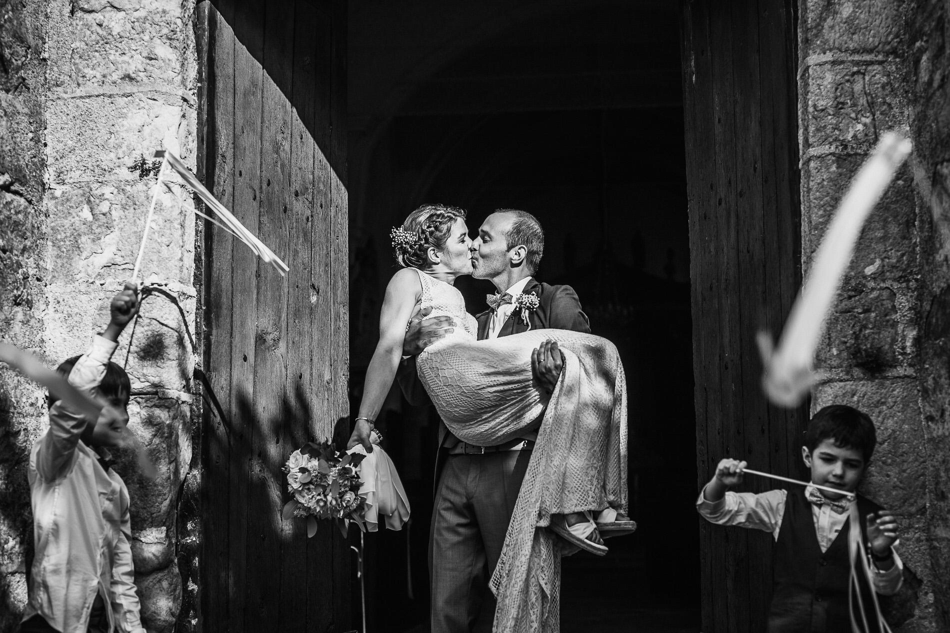 cérémonie religieuse mariage ile de france - séance photo mariage seine et marne - eglise mariage seine et marne - photo de couple mariés - just married - photographe fontainebleau - lucie atlan photographe