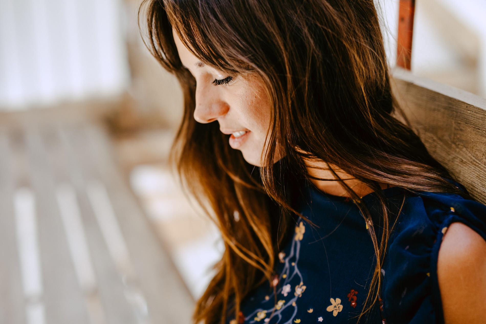 portraits intimistes femmes fontainebleau - séance portrait boudoir fontainebleau - portrait de femme au naturel seine et marne - photographe portrait ile de france - lucie atlan photographe